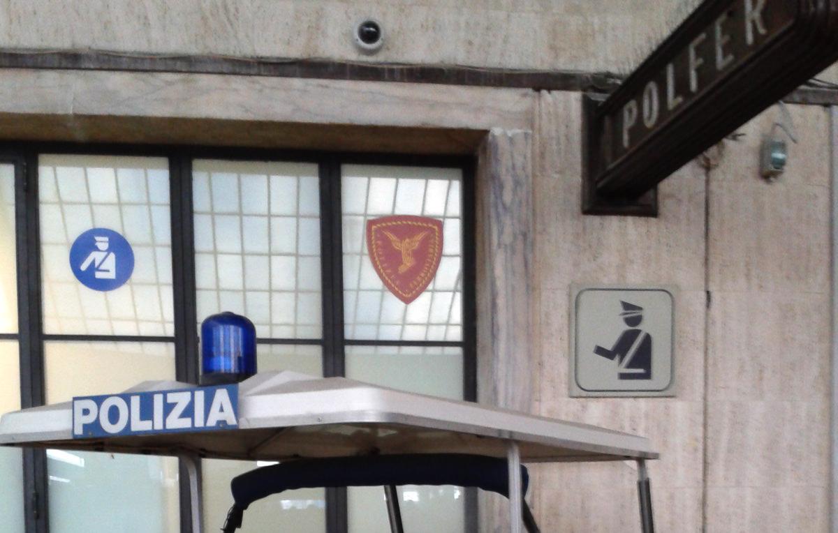 Crociata anti - rom alla stazione di Firenze